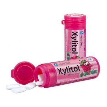 Xylitol Junior žvečilni gumi z okusom jagode, 30 žvečilnih gumijev